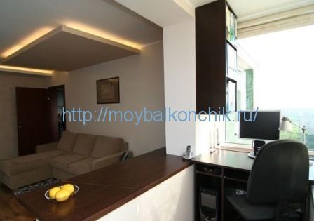 Дизайн кімнати з двома балконами. об'єднання вітальні і балк.