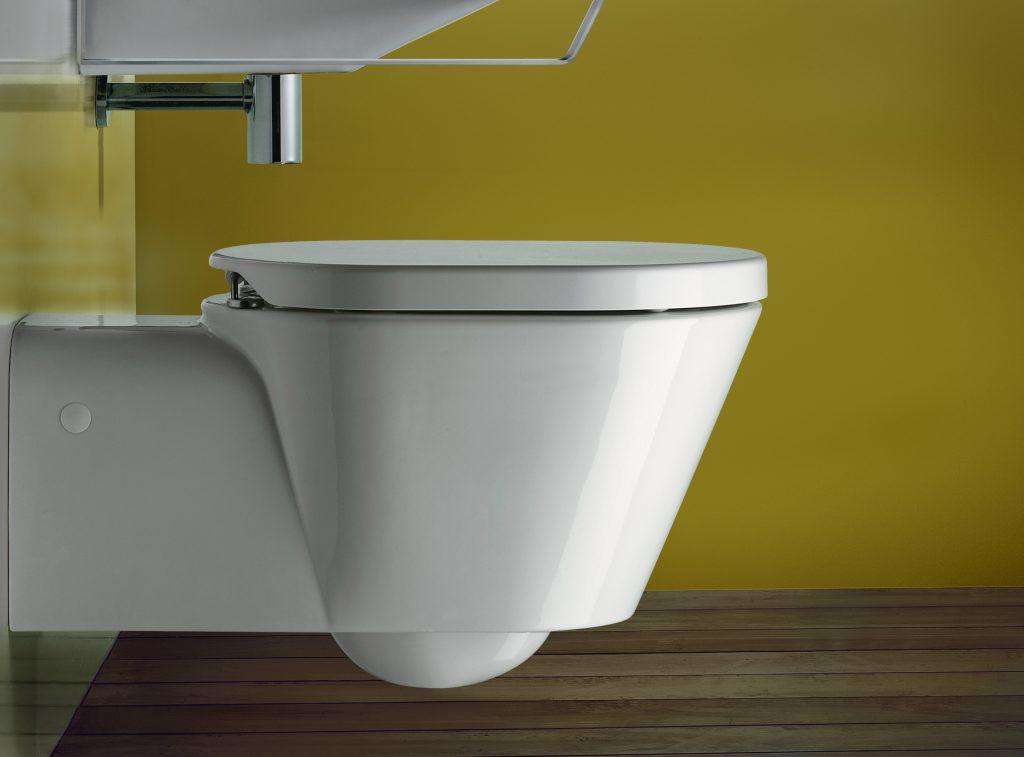 Installazioni allinterno del bagno. installazione di impianti