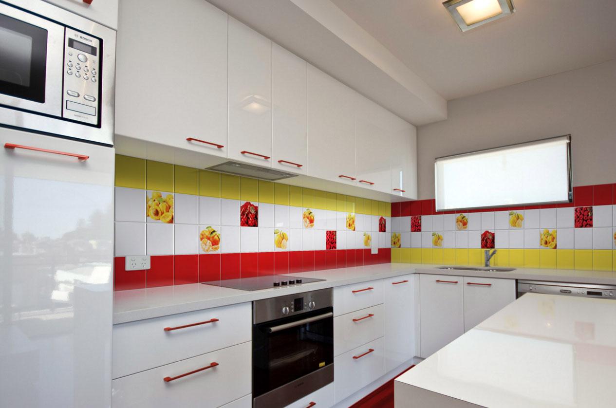 Робоча стінка в кухні. Дизайн стін кухні  практичні ідеї cd42eea121185