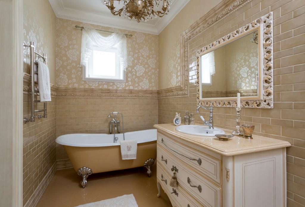 Hvad er et klassisk interiør. Interiør af stuen i den klassiske stil ...